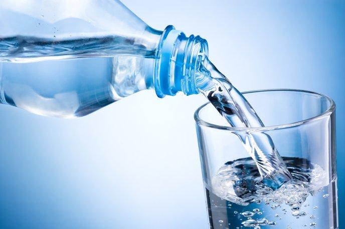 ¿Cuánta agua necesitamos realmente beber?